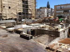 התחלת יציקת רצפת לובי הבניין, 10 מאי 2015